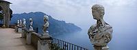 """Europe/Italie/Côte Amalfitaine/Ravello : Détail des statues du Belvédère du jardin de la """"Villa Cimbrone"""""""