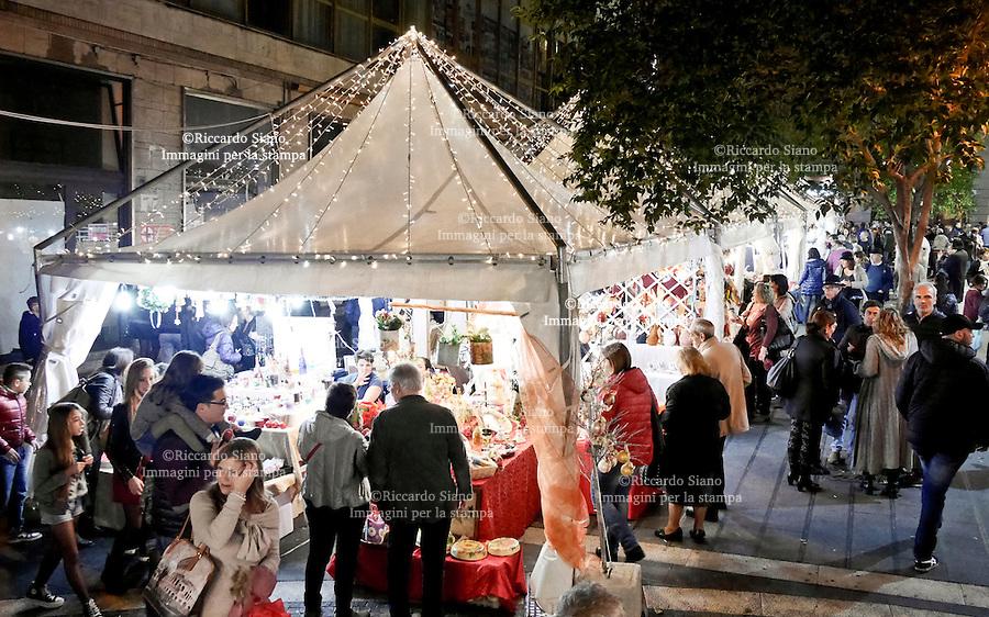 - NAPOLI 1 DIC 2014 -   shopping natalizio mercatino via ponte di tappia