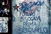 Milano 1989.Murales realizzato su un muro del CS Leoncavallo..Foto Livio Senigalliesi
