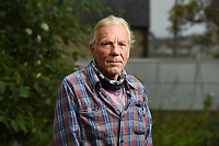 BNPS.co.uk (01202 558833)<br /> Pic: ZacharyCulpin/BNPS<br /> <br /> Pictured: Cat owner, Nick Hoare<br /> <br /> A beloved pet cat was 'mauled to death' by a police dog off its lead as it searched for a burglary suspect.<br /> <br /> Owner Nick Hoare was left in shock after receiving a call from Dorset Police to say his tortoiseshell cat, called Buster, had been accidentally killed by the force's dog during the operation.<br /> <br /> The tragic incident happened close to the seven-year-old cat's home in Weymouth, Dorset.