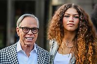 NOVA YORK, EUA, 09.09.2019 - MODA-NYFW - Designer Tommy Hilfiger e a atriz  Zendaya durante desfile  do New York Fashion Week no Teatro Apollo na cidade de Nova York neste domingo, 09. (Foto: Vanessa Carvalho/Brazil Photo Press)