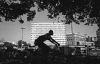 berlino, quartiere mitte, karl-marx allee. un vecchio edificio abbandonato di epoca RDT (DDR) --- berlin, mitte district, karl-marx allee. an old abandoned building of the GDR (DDR) era