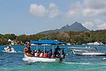 MUS, Mauritius, Flacq, Trou d'Eau Douce: Bootsfahrt zur Ile aux Cerfs   MUS, Mauritius, Flacq, Trou d'Eau Douce: boat trip to island Ile aux Cerfs