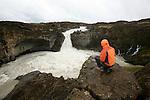 Chute de Aldeyrjafoss, canyon aux colonnes de basalte d'inclinaison variees Islande..
