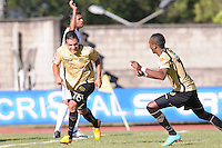 MEDELLIN -COLOMBIA, 16-06-2013. Jorge Andrés Aguirre (I) y Luis Quiñonez (D) de  Itagüí celebran gol en contra de Tolima en los cuadrangulares finales F1 de la Liga Postobón 2013-1 jugado en el estadio Metroplitano Ciudad de Itagüí./ Jorge Andrés Aguirre (L) and Luis Quiñonez (R) celebrate a goal against Tolima in the final quadrangular 1th date of Postobon  League 2013-1 at Metropolitano Ciudad de Itagüi. Photo: VizzorImage/Luis Rios/STR