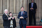 © Joel Goodman - 07973 332324 . 23/10/2015 . Manchester , UK . British Prime Minister DAVID CAMERON (2nd from r) waiting for Chinese president , Xi Jinping with Lord Mayor of Manchester Cllr PAUL MURPHY (l), outside Manchester Town Hall during a Chinese state visit to Manchester as part of his state visit to the United Kingdom . Photo credit : Joel Goodman
