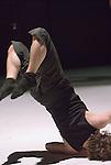 StopGAP Dance Company..Miniatures / The portfolio selection..7 novembre 2007 au CND....Chorégraphie : Hofesh Shechter, Nathalie Pernette..Interprètes : Lucy Bennett, Laura Jones, Chris Pavia, Dan Watson..Musique : Hofesh Shechter, Jack Henderson, Nine Inch Nails, arvo Pärt..Durée : 30 minutes
