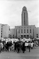manifestation etudiante devant l'universite de Montreal, le 20 novembre 1986<br /> <br /> PHOTO :  : Agence Quebec Presse