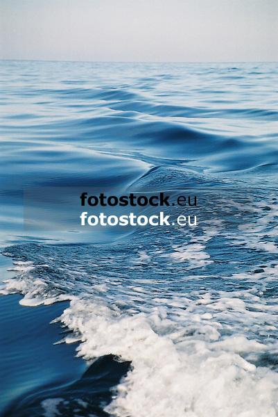 blue wave<br /> <br /> ola azul<br /> <br /> blaue Welle<br /> <br /> 1840 x 1232 px<br /> 150 dpi: 31,16 x 20,86 cm<br /> 300 dpi: 15,58 x 10,43 cm<br /> Original: 35 mm