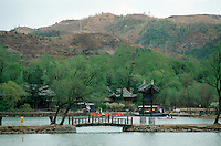 China, Sommerpalast in Chengde, Teich