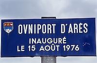 EEurope/France/Aquitaine/33/Gironde/Bassin d'Arcachon/Arés: la plaque de rue qui mentionne l'Ovniport