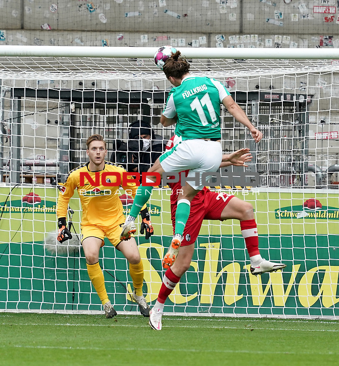 17.10.2020, Schwarzwald Stadion, Freiburg, GER, 1.FBL, SC Freiburg vs SV Werder Bremen<br /> <br /> im Bild / picture shows<br /> Torwart Florian Müller (Freiburg), Niclas Füllkrug (Bremen), Dominique Heintz (Freiburg)<br /> <br /> Foto © nordphoto / Bratic<br /> <br /> DFL REGULATIONS PROHIBIT ANY USE OF PHOTOGRAPHS AS IMAGE SEQUENCES AND/OR QUASI-VIDEO.
