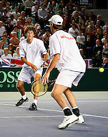7-4-07, England, Birmingham, Tennis, Daviscup England-Netherlands, Rogier Wassen and Robin Haase in the doubles being passed