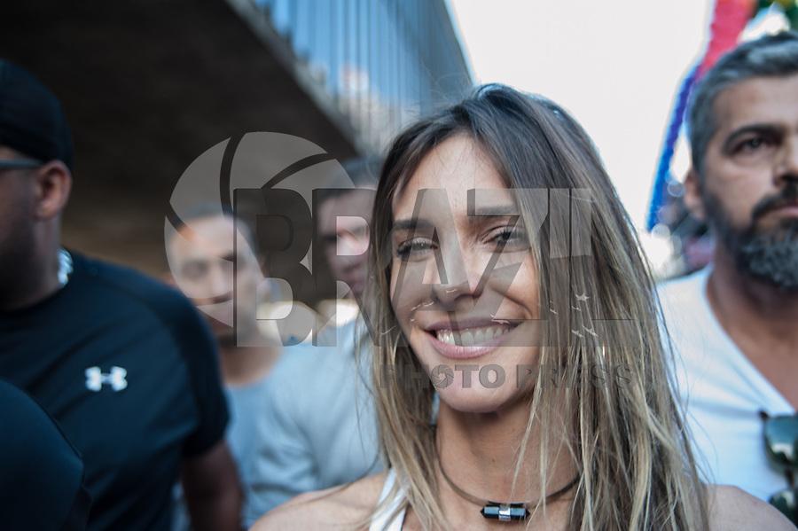 SÃO PAULO,SP, 18.06.2017 - PARADA-SP - A atriz Fernanda Lima, durante a 21º  Parada do orgulho LGBT. Na avenida paulista em São Paulo neste domingo, 18.  (Foto: Rogério Gomes/Brazil Photo Press)