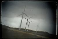 A group of wind turbine are seen in wind park of .... in Burgos on March 27, 2011. Wind energy is an abundant, renewable, clean and helps reduce emissions of greenhouse gases from power plants to replace fossil fuel-based, which makes it a kind of green energy..Un grupo de aerogeneradores del parque eolico de .... son vistos en Burgos en Marzo 27, 2011. La energía eólica es un recurso abundante, renovable, limpio y ayuda a disminuir las emisiones de gases de efecto invernadero al reemplazar termoeléctricas a base de combustibles fósiles, lo que la convierte en un tipo de energía verde. Pedro ARMESTRE