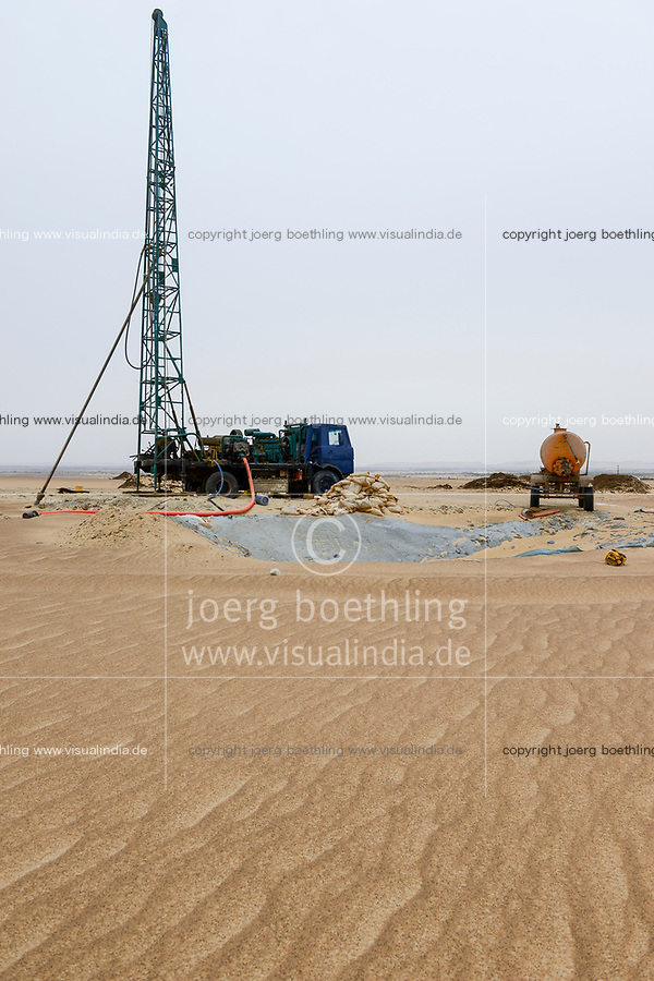 EGYPT, Bahariyya Oasis, desert farming, well drilling for groundwater irrigation, the groundwater is coming from depths of upto 1000 metres from the Nubian Sandstone Aquifer, a fossile water reserve / AEGYPTEN, Oase Bahariya, Bohrung eines Grundwasser Brunnens