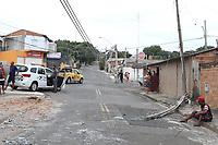Campinas (SP), 13/04/2021 - ACIDENTE-SP - Caminhão atinge poste e residencia na Vila Aeroporto em Campinas.