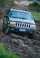 Teste drive carro Jeep. SP. 1997. Foto de Manuel Lourenço.