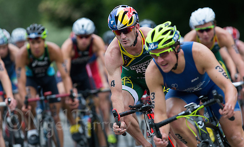 31 MAY 2015 - LONDON, GBR - Richard Murray (RSA) (centre) from South Africa cycles in the pack during the elite men's 2015 ITU World Triathlon Series round in Hyde Park, London, Great Britain (PHOTO COPYRIGHT © 2015 NIGEL FARROW, ALL RIGHTS RESERVED)