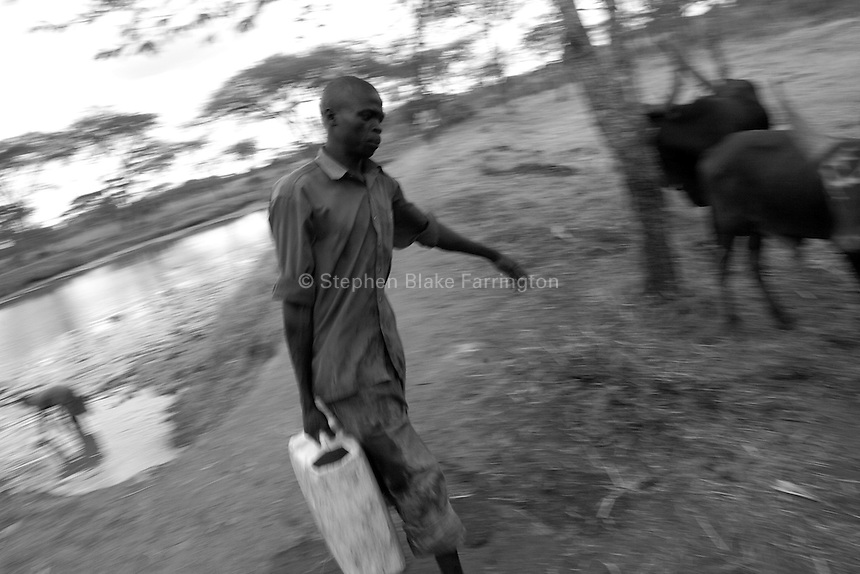 Empowering Victims of War- Retrieving water for the farmÕs cattle. Canaan Family Farm lends land to displaced people from the Northern conflict to have them learn the benefits of work and empowerment. Rwakayata, Masindi, Uganda, Africa. December 2005 © Stephen Blake Farrington