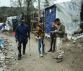 Jugendliche mit Waffen, Moria, Lesbos, Griechenland
