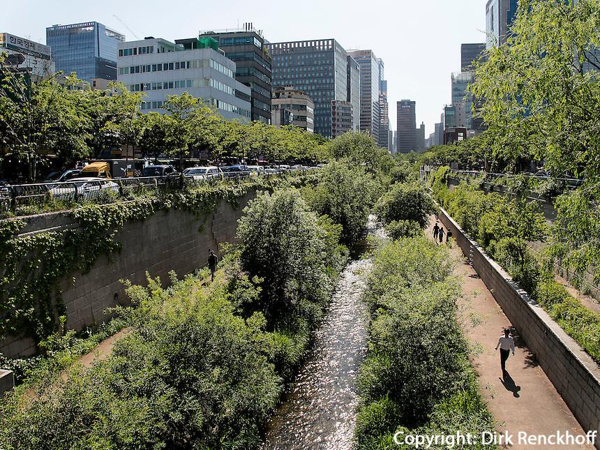 Fluss Cheonggyecheon im Viertel Insadong, Seoul, Südkorea, Asien<br /> river Cheonggyecheon in Insadong Quarters, Seoul, South Korea, Asia