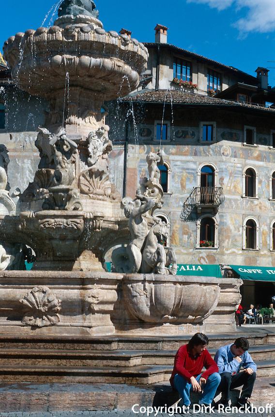 Brunnen am Domplatz in Trient (Trento), Venetien-Friaul, Italien