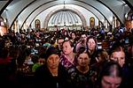 Irak, Juni 2014 - Die irakische Stadt Karakosch beheimatet die letzten Christen im Irak.  Gottesdienst.<br /> <br /> Engl.: Asia, Iraq, North Iraq, conflict area, Karakosh, church, religion, service, the last Christians in Iraq are domiciled in Karakosh, June 2014