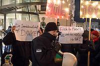 Protest gegen den Regierenden Buergermeister von Berlin, Michael Mueller, am Montag den 16. Januar 2016 vor einer Diskussionsveranstaltung zum Thema Rot-Rot-Gruene Landesregierung.<br /> Mueller hatte die Entlassung des parteilosen  Staatssekretaer fuer Bauen und Wohnen, Andrej Holm, gefordert. Aus der Immobilienwirtschaft, der Opposition und der SPD gab es seit seiner Ernennung heftige Proteste gegen Holm. Ihm wurde seine Stasi-Vergangenheit vorgeworfen, die allerdings seit Jahren bekannt war. Holm hatte als 18jaehriger 1989 mehrere Monate fuer das Ministerium fuer Staatssicherheit sicherheit gearbeitet. <br /> Am Morgen des 16. Januar 2017 ist Holm von seinem Posten als Staatssekretaer zurueckgetreten.<br /> Zu dem Protest hatten Mieterinitiativen aufgerufen.<br /> Die Diskussionsveranstaltung konnte nur unter Polizeischutz stattfinden, die Proteste blieben ruhig.<br /> 16.1.2017, Berlin<br /> Copyright: Christian-Ditsch.de<br /> [Inhaltsveraendernde Manipulation des Fotos nur nach ausdruecklicher Genehmigung des Fotografen. Vereinbarungen ueber Abtretung von Persoenlichkeitsrechten/Model Release der abgebildeten Person/Personen liegen nicht vor. NO MODEL RELEASE! Nur fuer Redaktionelle Zwecke. Don't publish without copyright Christian-Ditsch.de, Veroeffentlichung nur mit Fotografennennung, sowie gegen Honorar, MwSt. und Beleg. Konto: I N G - D i B a, IBAN DE58500105175400192269, BIC INGDDEFFXXX, Kontakt: post@christian-ditsch.de<br /> Bei der Bearbeitung der Dateiinformationen darf die Urheberkennzeichnung in den EXIF- und  IPTC-Daten nicht entfernt werden, diese sind in digitalen Medien nach §95c UrhG rechtlich geschuetzt. Der Urhebervermerk wird gemaess §13 UrhG verlangt.]