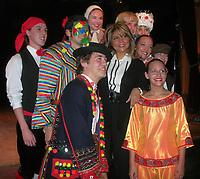 La porte-parole, Sonia Benezra, pour cette 26e édition du Mondial des Cultures était accompagnée des danseurs de Mackinaw, groupe hôte. Ceux-ci habillés des costumes internationaux aux couleurs du monde. (Groupe CNW/Mondial des cultures de Drummondville)