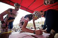 GP Samyn 2012.Francis De Greef signing in.