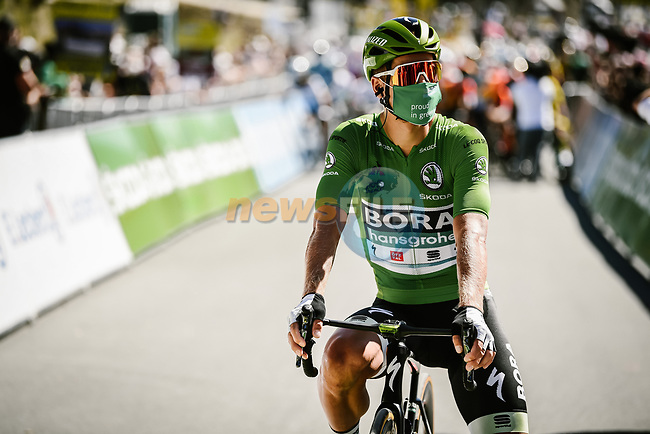 Green Jersey Peter Sagan (SVK) Bora-Hansgrohe lines up for the start of Stage 10 of Tour de France 2020, running 168.5km from Ile d'Oléron to Ile de Ré, France. 8th September 2020.<br /> Picture: ASO/Pauline Ballet | Cyclefile<br /> All photos usage must carry mandatory copyright credit (© Cyclefile | ASO/Pauline Ballet)