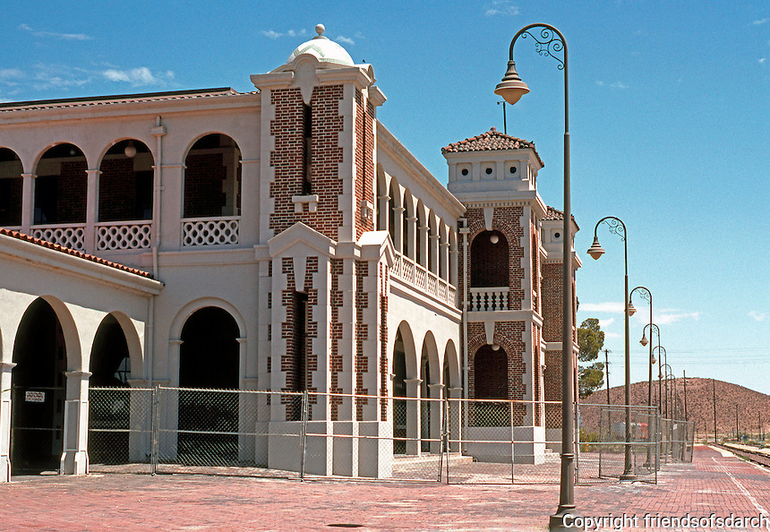 Barstow CA: Santa Fe Depot from west.  (It was a combined depot and Harvey House Restaurant.)
