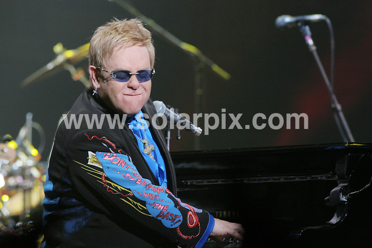 **ALL ROUND PICTURES FROM SOLARPIX.COM**.**SYNDICATION RIGHTS FOR UK, SPAIN, PORTUGAL, AUSTRALIA, S.AFRICA & DUBAI (U.A.E) ONLY**.Elton John performs live at The UCF Arena, Orlando, Florida, USA. November 10, 2007..JOB REF: 5323 PHZ    DATE: 10_11_2007.**MUST CREDIT SOLARPIX.COM OR DOUBLE FEE WILL BE CHARGED* *UNDER NO CIRCUMSTANCES IS THIS IMAGE TO BE REPRODUCED FOR ANY ONLINE EDITION WITHOUT PRIOR PERMISSION*