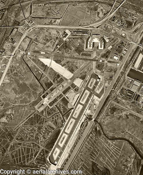 historical aerial photograph Newark Liberty International Airport (EWR), Newark, Essex County,  New Jersey, 1954