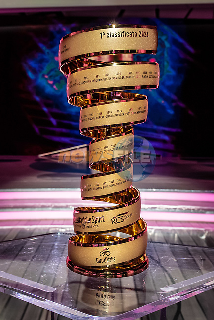 The Trofeo Senza Fine on display at the presentation of the 2021 Giro d'Italia Route in the Rai Studios in Corso Sempione, Milan, Italy. 23rd February 2021.  <br /> Picture: LaPresse/Claudio Furlan | Cyclefile<br /> <br /> All photos usage must carry mandatory copyright credit (© Cyclefile | LaPresse/Claudio Furlan)