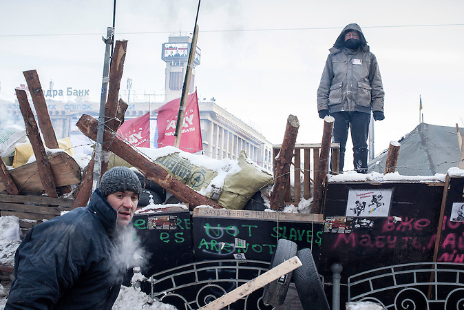 Barrikaden werden verstärkt, Protestcamp auf dem Maidan bei eisigen Temperaturen 25.01.2014 / Protestcamp at the Majdan,  very low temperature 25.01.2014