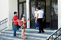 PORTO ALEGRE, RS, 23/01/2021 - PROVA - ENEM 2021 - Movimentação dos candidatos durante a realização da segunda prova do ENEM 2021, no Colégio Protásio Alves, em Porto Alegre, neste domingo (24)