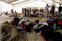 genova luglio 2001, proteste contro il g8. i manifestanti dormono nei sacchi a pelo allo stadio carlini --- genoa july 2001, protests against g8 summit. demonstrators sleep in sleeping bags at the carlini stadium