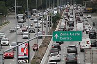 20.08.2020 - Trânsito na avenida 23 de Maio em SP
