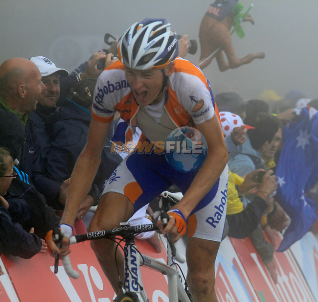 Robert Gesink (NED) Rabobank approaches the summit finish of the Col du Tourmalet during a wet foggy Stage 17 of the 2010 Tour de France running 174km from Pau to Col du Tourmalet, France. 22nd July 2010.<br /> (Photo by Eoin Clarke/NEWSFILE).<br /> All photos usage must carry mandatory copyright credit (© NEWSFILE | Eoin Clarke)