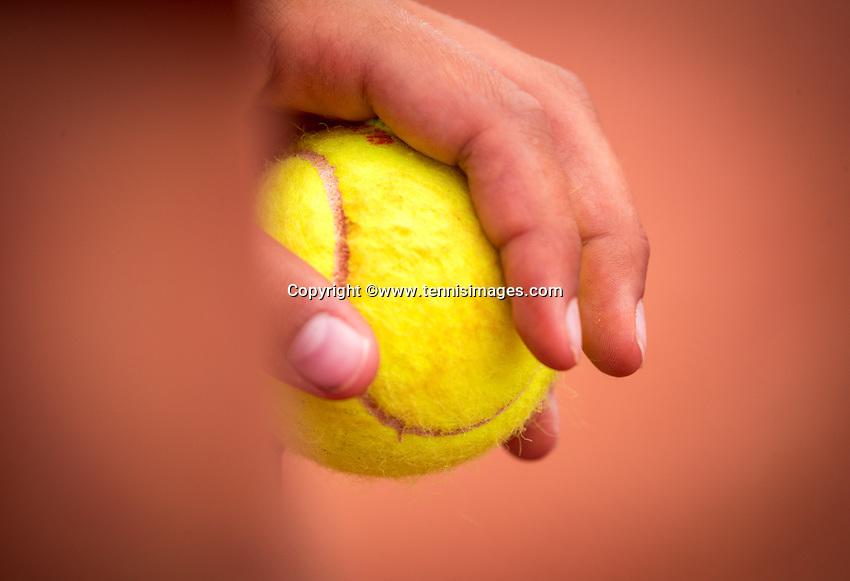 Amstelveen, Netherlands, 1 August 2020, NTC, National Tennis Center, National Tennis Championships, Men's final: Ballboy holding a ball<br /> Photo: Henk Koster/tennisimages.com