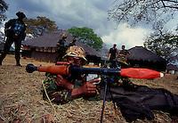 Mozambique - Zimbabwe border 1993.Istruttori militari inglesi addestrano reparti del nuovo esercito del Mozambico alla fine di venti anni di guerra civile - British military instructors train units of the new army of Mozambique at the end of twenty years of civil war..Photo Livio Senigalliesi.
