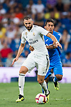 Karim Benzema (L) of Real Madrid battles for the ball with Damian Nicolas Suarez Suarez of Getafe CF during the La Liga 2018-19 match between Real Madrid and Getafe CF at Estadio Santiago Bernabeu on August 19 2018 in Madrid, Spain. Photo by Diego Souto / Power Sport Images