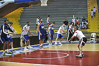 BOGOTA - COLOMBIA - 20-09-2014: Los jugadores del Real Madrid, siguen las instuccciones de  Juan Trapero, preparador fisico, durante entrenamiento en el Coliseo El Salitre de Bogota, previo al partido por la Copa EuroAmericana de Baloncesto que se realiza en Bogota. / The players of Real Madrid, follow the instructions of Juan Trapero, physical trainer during training at the Coliseum El Salitre de Bogota, the pregame EuroAmericana Basketball Cup to be held in Bogota. Photo: VizzorImage / Luis Ramirez / Staff.