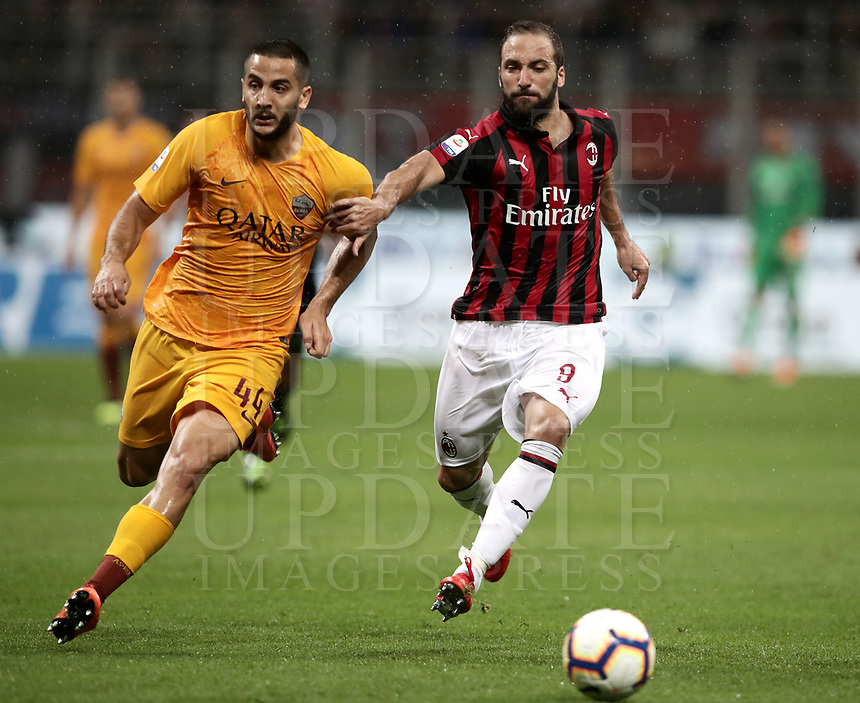 Calcio, Serie A: AC Milan - AS Roma, Milano stadio Giuseppe Meazza (San Siro) 31 agosto 2018. <br /> AC Milan's Gonzalo Higuain (r) in action with AS Roma's Kostas Manolas (l) during the Italian Serie A football match between Milan and Roma at Giuseppe Meazza stadium, August 31, 2018. <br /> UPDATE IMAGES PRESS/Isabella Bonotto