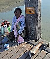 Taungthaman Lake near Mandalay, Burma, November 08.<br /> <br /> Photo by Richard Jones