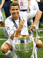 Calcio, finale di Champions League: Real Madrid vs Atletico Madrid. Stadio San Siro, Milano, 28 maggio 2016.<br /> Real Madrid's Cristiano Ronaldo poses with the Champions League trophy at the end of the final match against Atletico Madrid, at Milan's San Siro stadium, 28 May 2016. Real Madrid won 5-4 on penalties after the game ended 1-1.<br /> UPDATE IMAGES PRESS/Isabella Bonotto