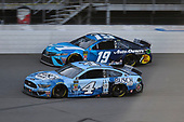 #4: Kevin Harvick, Stewart-Haas Racing, Ford Mustang Busch Light and #19: Martin Truex Jr., Joe Gibbs Racing, Toyota Camry Auto Owners Insurance