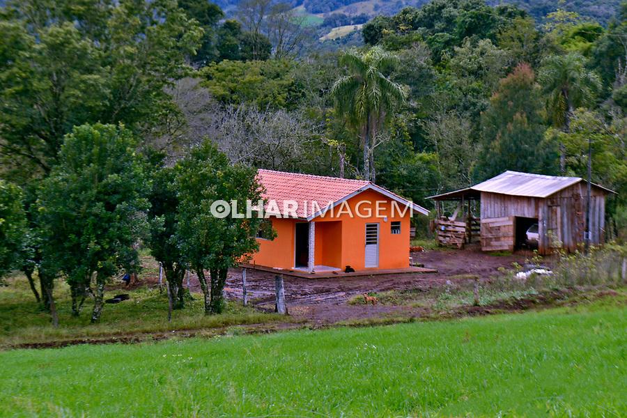 Casa  em area rural do município de Candói, Paraná. 2017. Foto de Olga Leiria.